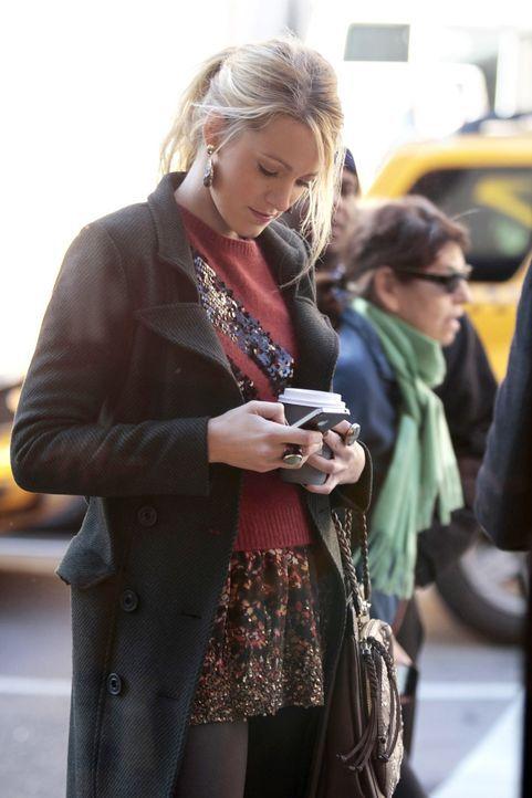 Die Abwesenheit von Gossip Girl verhilft Serenas (Blake Lively) Blog zu großer Popularität ... - Bildquelle: Warner Bros. Television