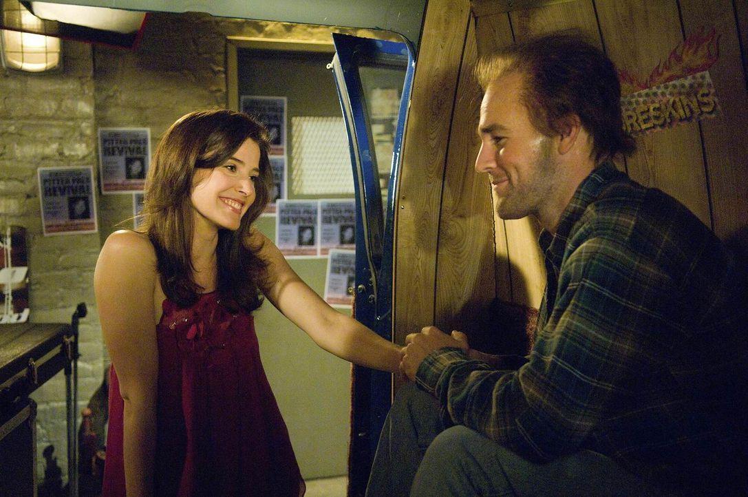 Als plötzlich Simon (James Van der Beek, r.), Robins (Cobie Smulders, l.) Jugendliebe auftaucht, verfällt sie in ein Teeniehaftes Verhalten ... - Bildquelle: 20th Century Fox International Television