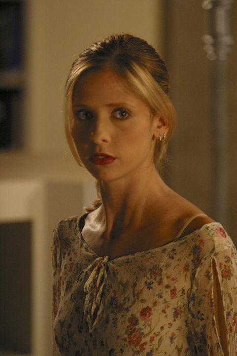 Buffy (Sarah Michelle Gellar) kommt einer Gruppe von Schülern auf die Schliche, die einen Dämon beschwören und ihm Menschenopfer darbringen wollen .... - Bildquelle: TM +   Twentieth Century Fox Film Corporation. All Rights Reserved.