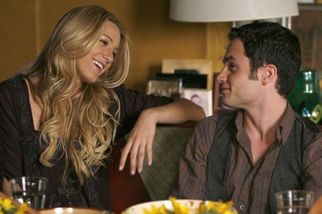 Thanksgiving steht kurz bevor und so wie es aussieht, werden Serena (Blake Lively, l.) und Dan (Penn Badgley, r.) das Fest gemeinsam verbringen ... - Bildquelle: Warner Brothers