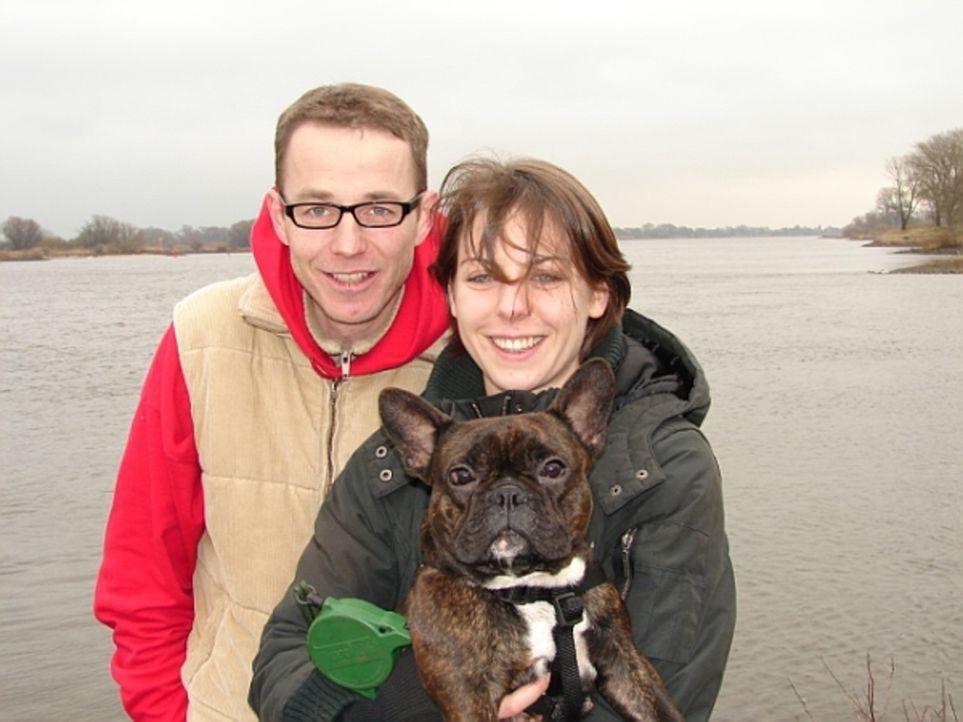 Mark Bahl (l.) wandert mit seiner Freundin Eileen Alex (r.) und der französischen Dogge Alice nach Costa Rica aus ... - Bildquelle: kabel eins