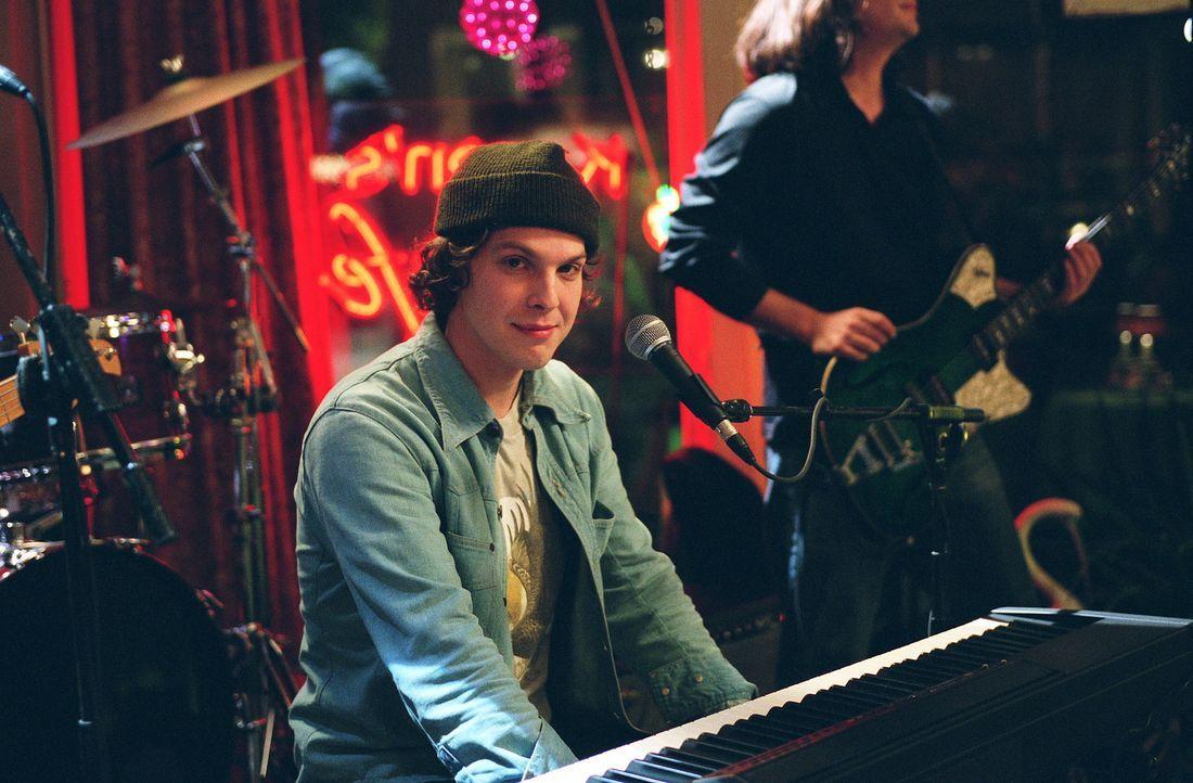 Tritt in Karens Café auf: Gavin DeGraw (Gavin DeGraw) ... - Bildquelle: Warner Bros. Pictures