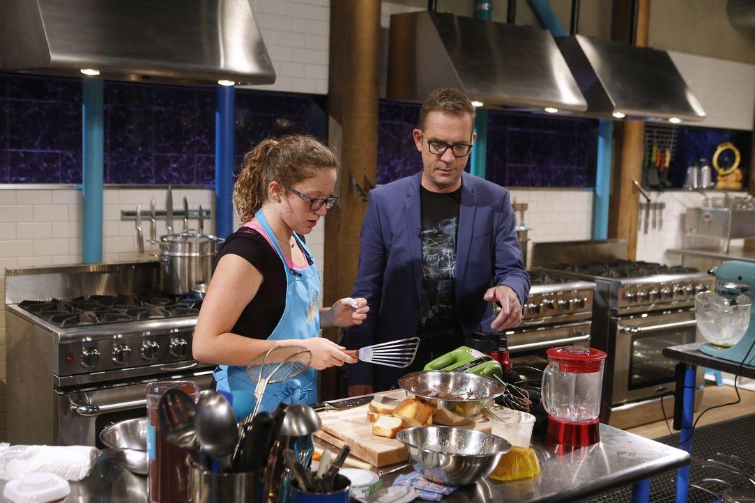 Ellie (l.) ist in der Küche am glücklichsten und möchte mit ihrem Essen auffallen. Ted (r.) ist gespannt, wie ihre Kochkünste bei der Jury ankommen... - Bildquelle: Jason DeCrow 2015, Television Food Network, G.P. All Rights Reserved