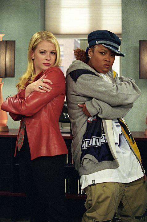 Es scheint, als ob Sabrina (Melissa Joan Hart, l.) die Sängerin Baby K2K (Da'Brat, r.) gezähmt hätte. Wie lange das gut geht, wird sich zeigen ... - Bildquelle: Paramount Pictures