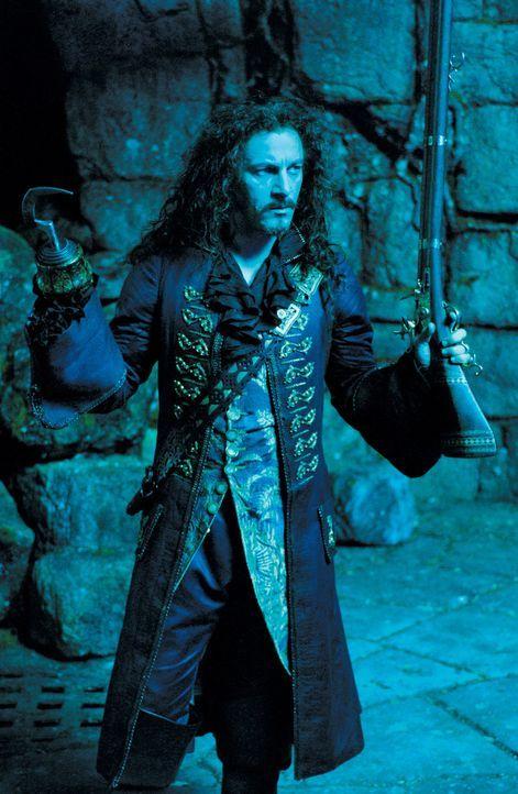 Will sich an Peter Pan rächen: Der grausame Captain Hook (Jason Isaacs) ... - Bildquelle: 2004 Sony Pictures Television International. All Rights Reserved.