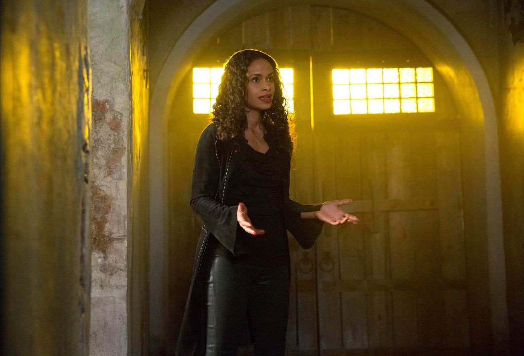 Welche Kräfte besitzt Sabine (Shannon Kane) wirklich - und welches Spiel spielt sie mit allen? - Bildquelle: Warner Bros. Television