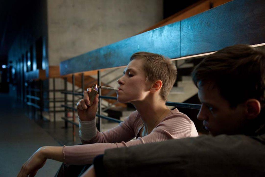 Die Dämonen ihrer Vergangenheit holen sie ein: Marion (Alina Levshin, l.) und Thomas (Vinzenz Kiefer, r.) ... - Bildquelle: Björn Hahn ProSieben