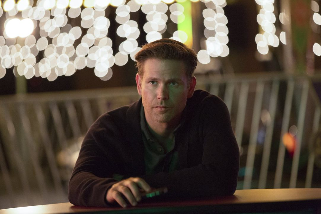 Noch ahnt Alaric (Matthew Davis) nicht, dass er und seine Freunde schon bald in noch größeren Schwierigkeiten stecken werden ... - Bildquelle: Warner Bros. Entertainment, Inc.