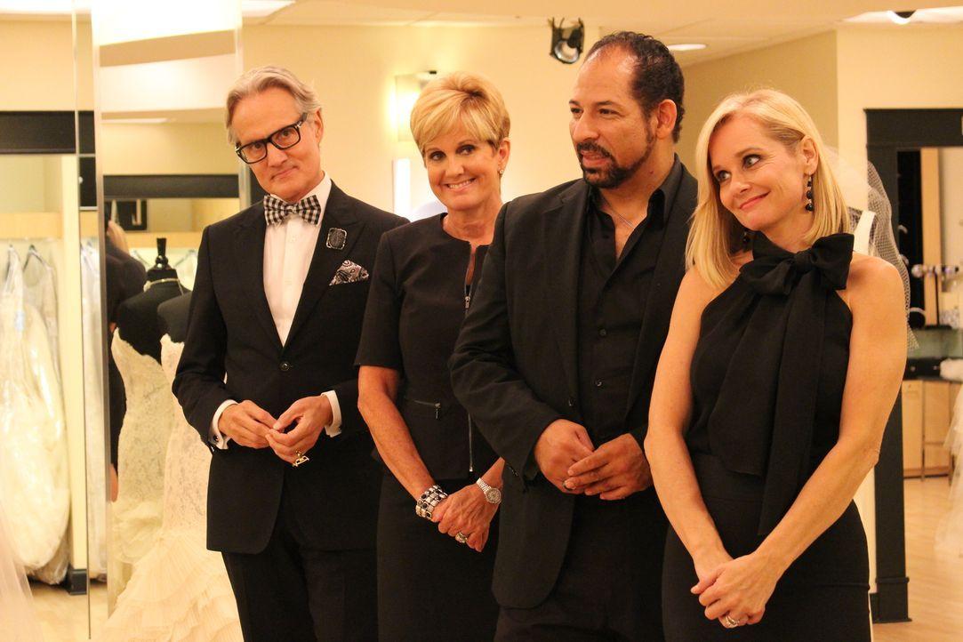 Flo (r.), Monte (l.) und Lori (2.v.l.) bekommen Unterstützung von dem Designer Lazaro (2.v.r.) ... - Bildquelle: TLC & Discovery Communications