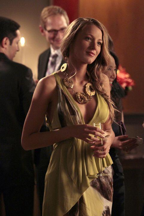 Da Serena (Blake Lively) und Colin das Ende des Semesters abwarten werden, bevor sie zusammen sein können, geht Serena mit Nate zu der Geburtstagsfe... - Bildquelle: Warner Bros. Television