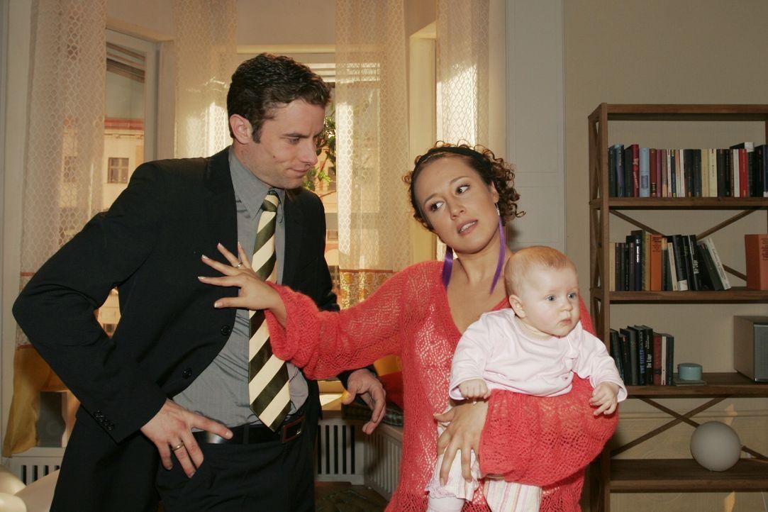 Yvonne (Bärbel Schleker, r.) kann nicht verstehen, warum Max (Alexander Sternberg, l.) den Verkauf der Wohnung noch hinauszögern will. - Bildquelle: Noreen Flynn SAT.1 / Noreen Flynn