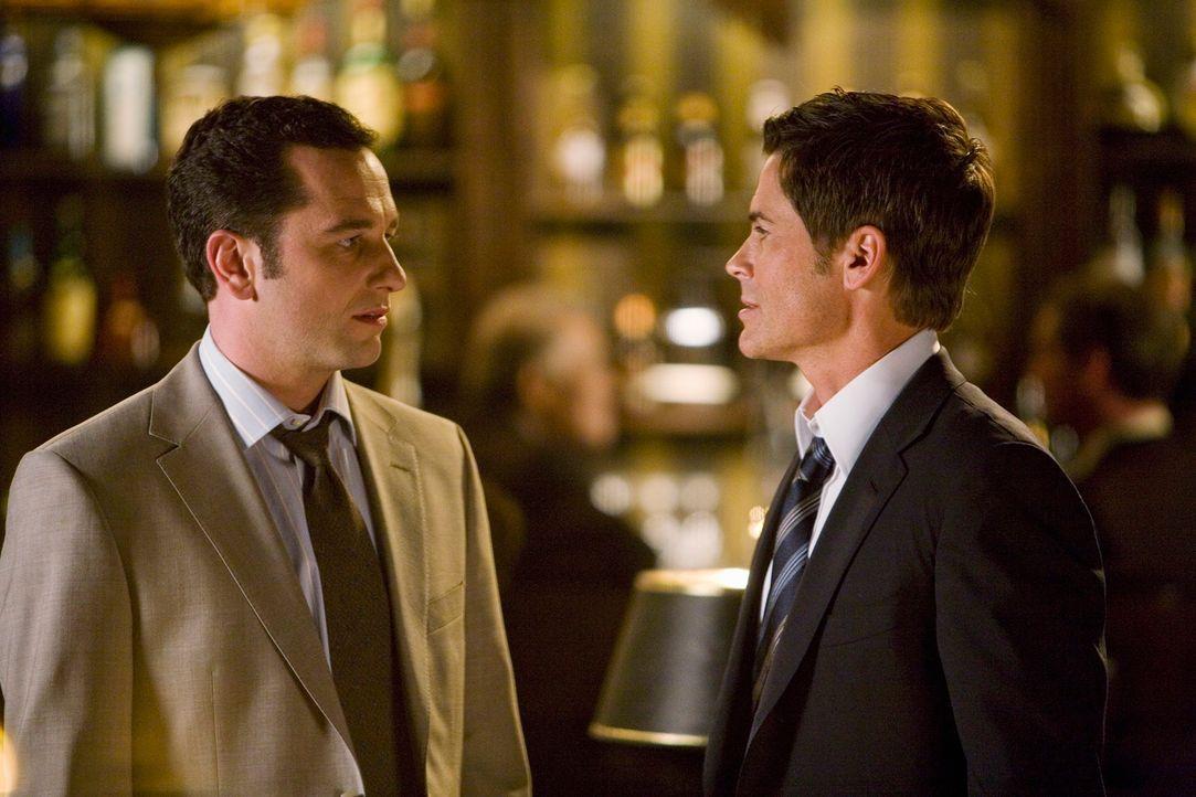 Im Auftrag: Kevin (Matthew Rhys, l.) soll für Kitty herausfinden, ob Robert (Rob Lowe, r.) sich für das Gouverneursamt aufstellen lassen möchte ... - Bildquelle: 2008 ABC INC.