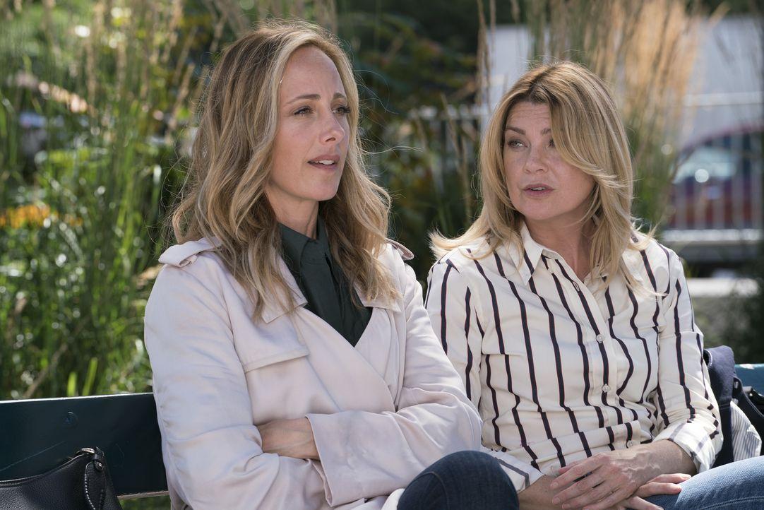 Dr. Teddy Altman (Kim Raver, l.); Dr. Meredith Grey (Ellen Pompeo, r.) - Bildquelle: Derek Johnson ABC Studios / Derek Johnson