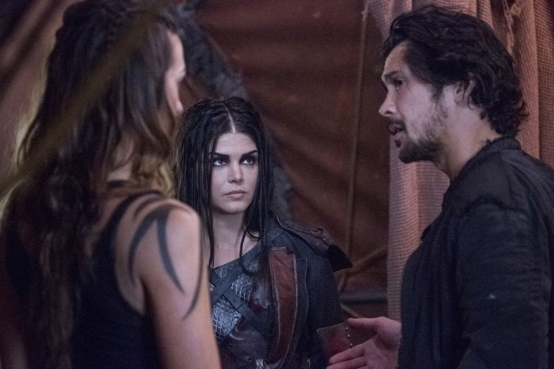 (v.l.n.r.) Octavia (Marie Avgeropoulos); Bellamy (Bob Morley) - Bildquelle: Michael Courtney 2018 The CW Network, LLC. All Rights Reserved./Michael Courtney