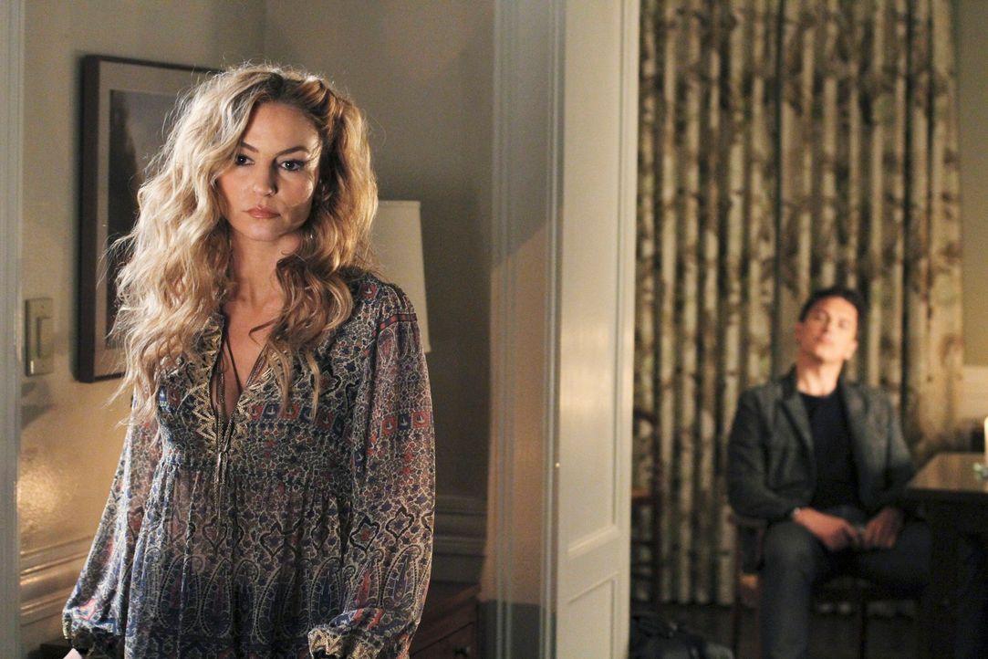 Während Bree eine Frau kennenlernt, die Sam nur allzu gut kennt, macht Angie (Drea de Matteo, l.) erneut Bekanntschaft mit ihrem Ex-Freund Patrick L... - Bildquelle: ABC Studios