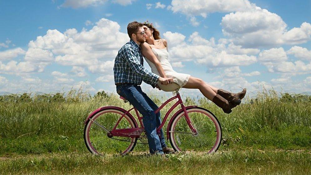 Fernbeziehung und Dating anderer