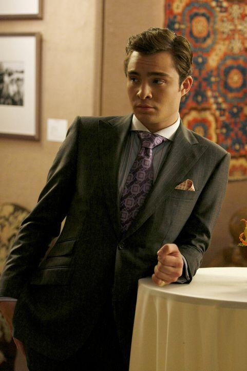 Wartet auf einen wichtigen Geschäftspartner, doch dieser lässt sich nicht blicken: Chuck (Ed Westwick) ... - Bildquelle: Warner Brothers