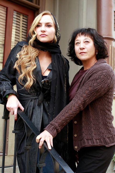 Treffen nach langer Zeit wieder aufeinander: Rose (Suzanne Costollos, r.) und Angie (Drea de Matteo, l.) - Bildquelle: ABC Studios