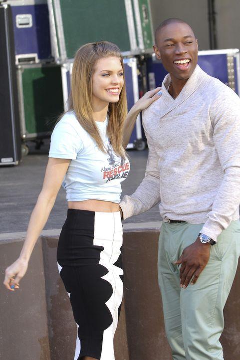 Jordan (Robbie Jones, r.) wurde von seiner Mutter erpresst und musste sich von Naomi (AnnaLynne McCord, l.) trennen. Die Beiden haben nun doch einen... - Bildquelle: TM &   CBS Studios Inc. All Rights Reserved