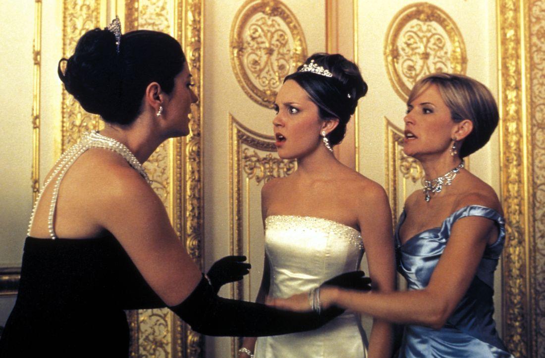 Während Libby (Kelly Preston, r.) keineswegs wünscht, dass ihre Tochter Daphne (Amanda Bynes, M.) ihre Persönlichkeit aufgibt, kann und will sich Lo... - Bildquelle: Warner Bros.