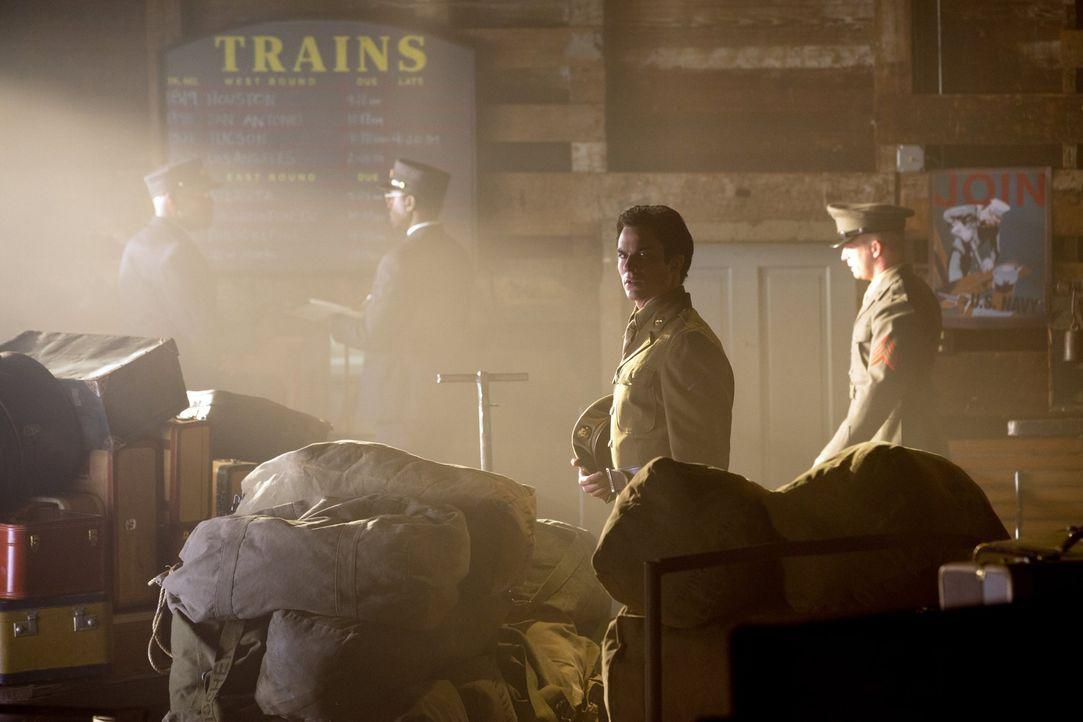Immer wieder kommt Damon (Ian Somerhalder, 2.v.r.) in Situationen, in denen er Leute gehen lassen muss ... - Bildquelle: Warner Brothers