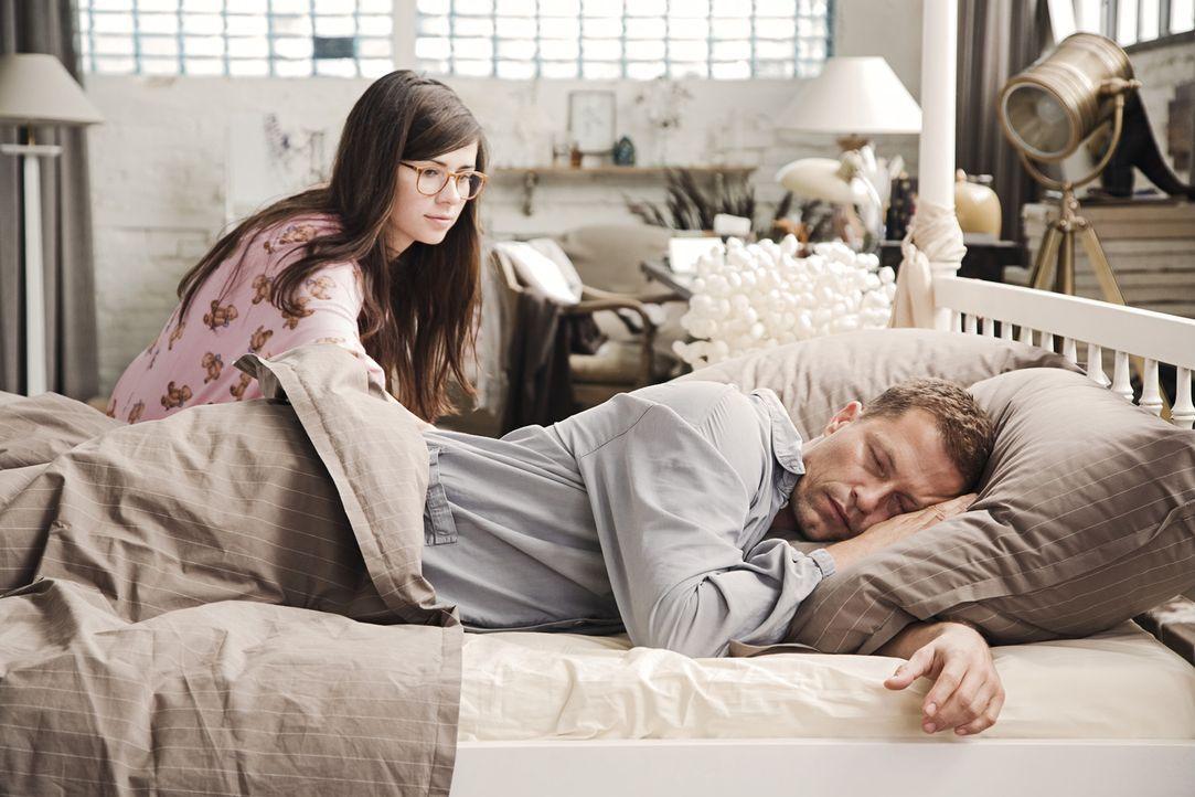 Nach zwei Jahren sind Ludo (Til Schweiger, r.) und Anna (Nora Tschirner, l.) immer noch ein Paar. Allerdings nicht unbedingt ein glückliches, denn... - Bildquelle: 2009 Warner Bros. Entertainment
