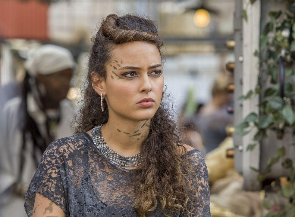 Die neusten Ereignisse lassen Teri (Chelsea Gilligan) an ihrer Verbundenheit zu Roman zweifeln. Wird sie sich gegen ihn stellen? - Bildquelle: 2014 The CW Network, LLC. All rights reserved.