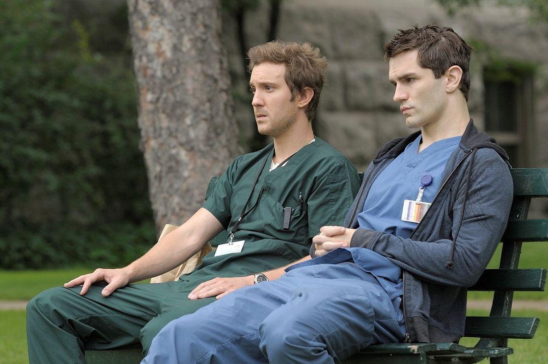 Würden nichts lieber als ein normales Leben führen: Aidan (Sam Witwer, r.) und Josh (Sam Huntington, l.) ... - Bildquelle: Phillipe Bosse Syfy Channel