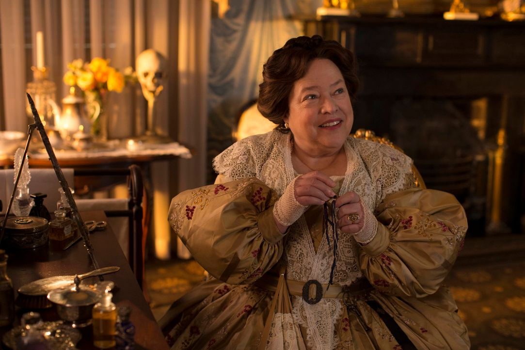 Schon in ihren besten Jahren zeigte Madame Delphine LaLaurie (Kathy Bates), wie skrupellos sie ist ... - Bildquelle: 2013-2014 Fox and its related entities. All rights reserved.
