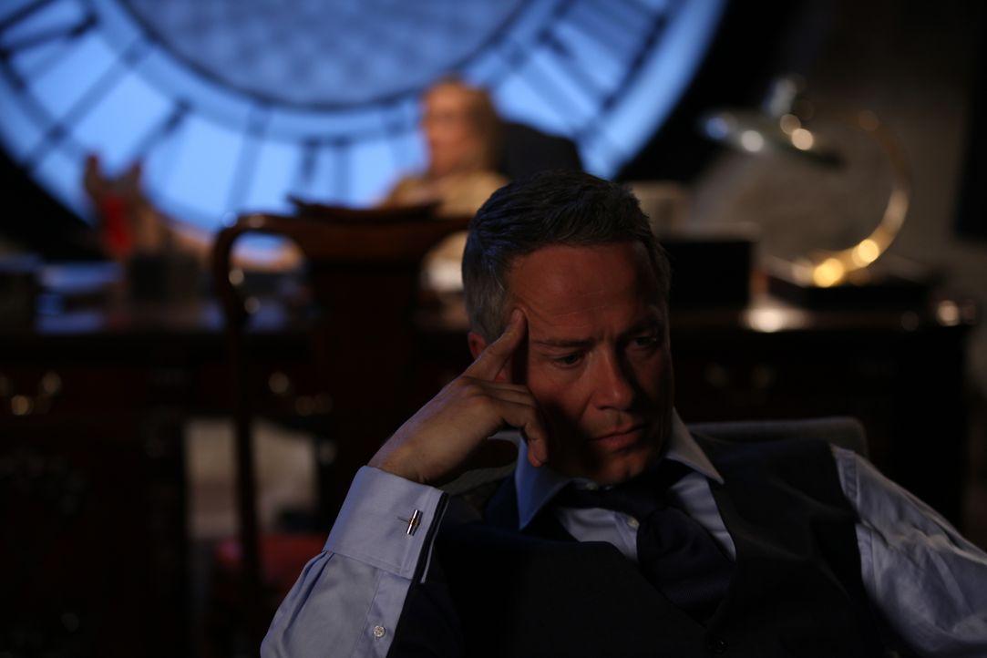 Wird Ted (Oliver Milburn), nach allem, was er getan hat, ungeschoren davonkommen? - Bildquelle: 2015 E! Entertainment Media LLC/Lions Gate Television Inc.