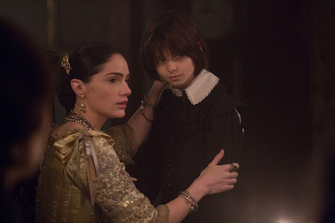 Eigentlich war sich Mary (Janet Montgomery, l.) sicher, dass sie ihren Sohn (Oliver Bell, r.) alleine vor den Einflüssen der Countess beschützen kan... - Bildquelle: 2015 Fox and its related entities. All rights reserved.