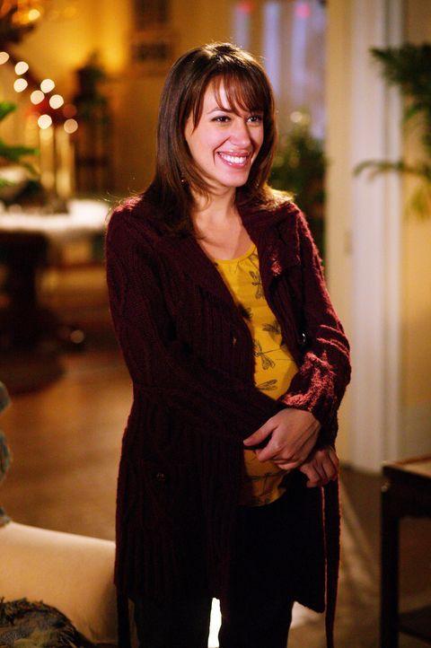 Die liebevolle und großzügige Art der Camdens verleitet Sandy (Haylie Duff) kurz vor Weihnachten dazu, zum Christentum konvertieren zu wollen ... - Bildquelle: The WB Television Network