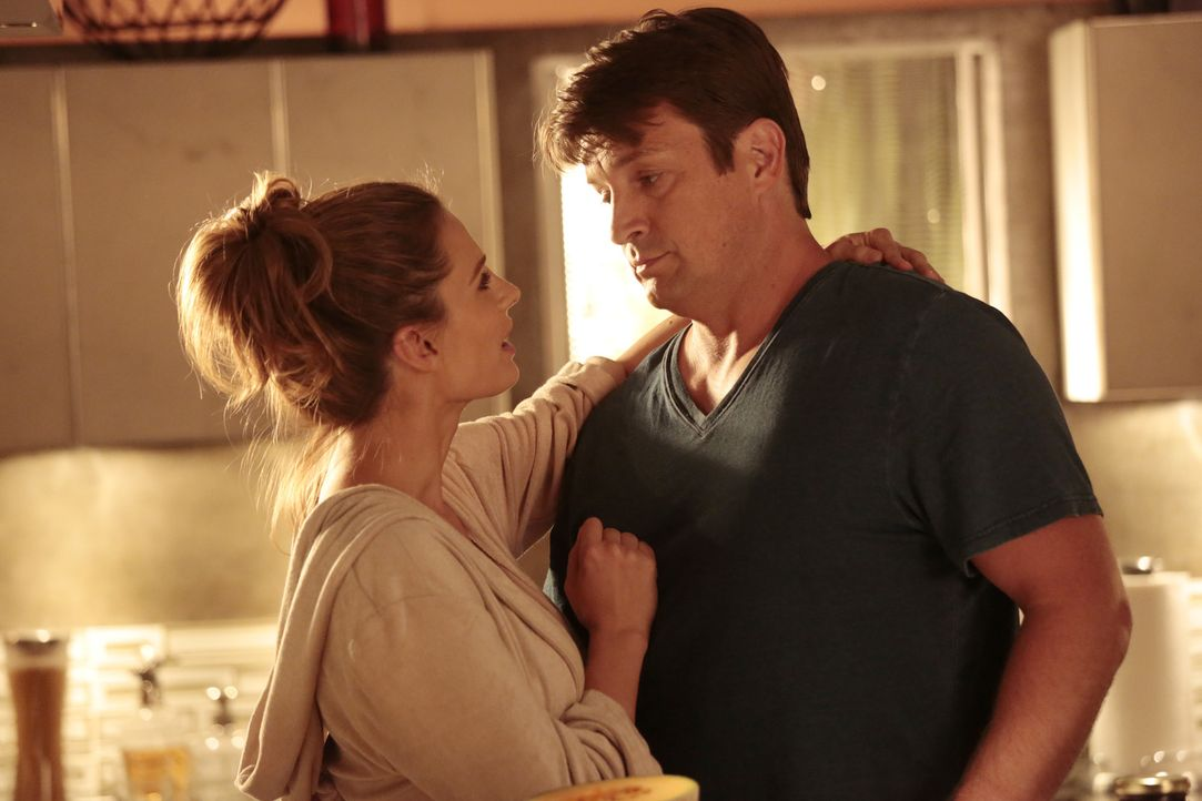 Ein neuer Fall katapultiert Castle (Nathan Fillion, r.) in ein alternatives Universum, in dem er Kate Beckett (Stana Katic, l.) niemals getroffen ha... - Bildquelle: ABC Studios