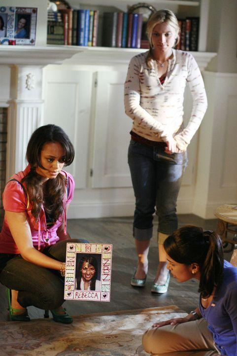 Ashleigh (Amber Stevens, l.), Casey (Spencer Grammer, M.) und Rebecca (Dilshad Vadsaria, 2.v.r.) erleben eine Nacht zum Fürchten ... - Bildquelle: 2007 ABC FAMILY. All rights reserved. NO ARCHIVING. NO RESALE.
