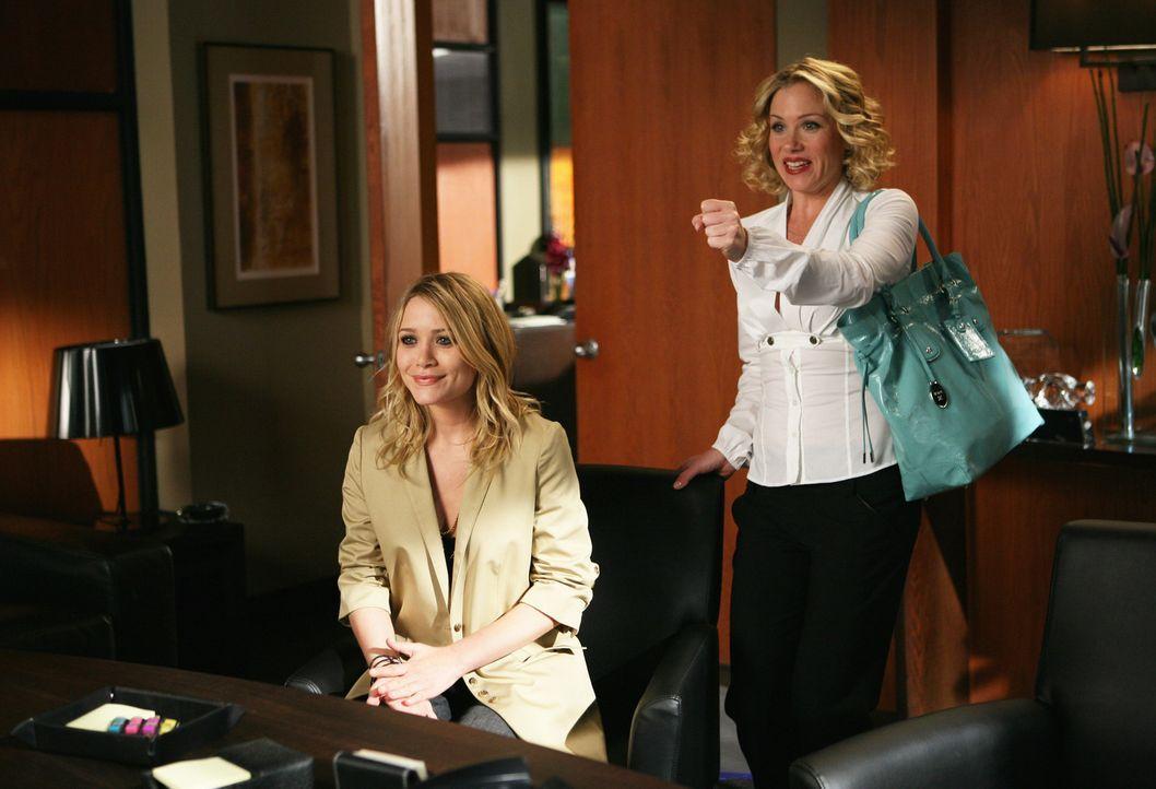 Sam (Christina Applegate, r.) versucht die Welt zu retten und Natalie (Mary-Kate Olsen, l.) muss es ausbaden ... - Bildquelle: American Broadcasting Companies, Inc. All rights reserved.