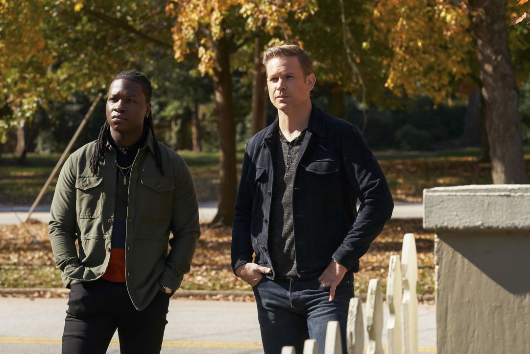 Kaleb (Chris Lee, l.); Alaric Saltzman (Matt Davis, r.) - Bildquelle: Bob Mahoney 2019 The CW Network, LLC. All rights reserved. / Bob Mahoney