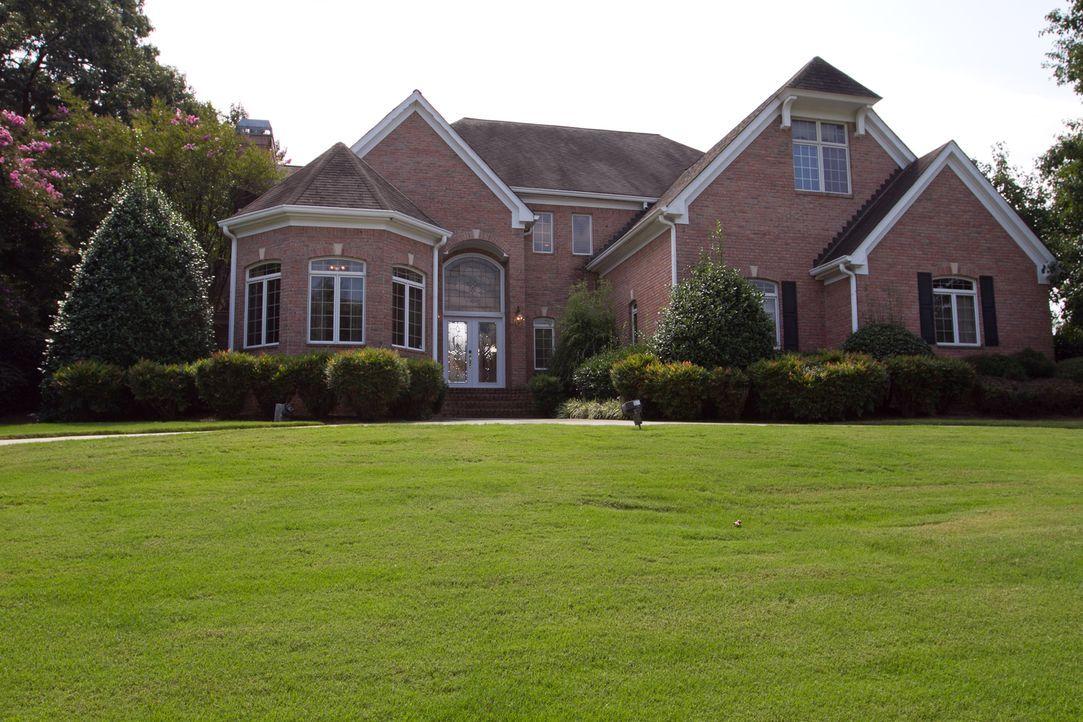 Edith und Fred suchen nach einem großen Haus, in das sie die ganze Familie und ihre Freunde einladen können, doch ihr limitiertes Budget lässt den U... - Bildquelle: Jessica McGowan 2014, HGTV/Scripps Networks, LLC. All Rights Reserved