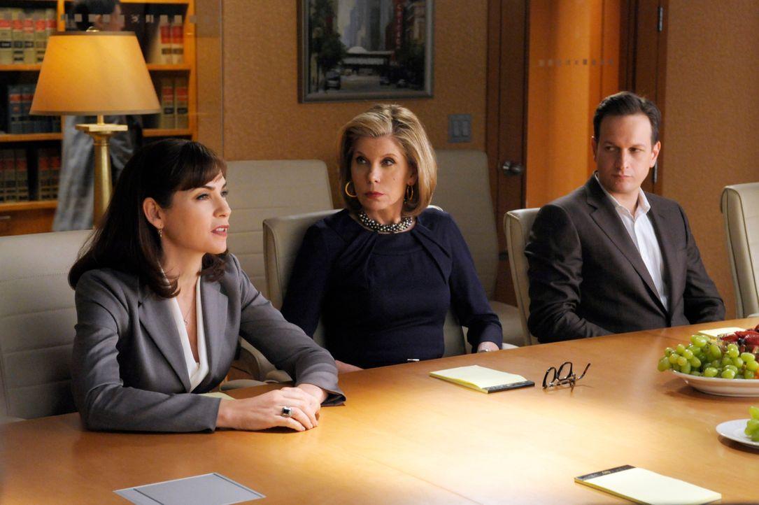 Alicia (Julianna Margulies, l.), Diane (Christine Baranski, M.) und Will (Josh Charles, r.) geben sich von Louis Cannings Drohung unbeeindruckt. - Bildquelle: 2011 CBS Broadcasting Inc. All Rights Reserved.