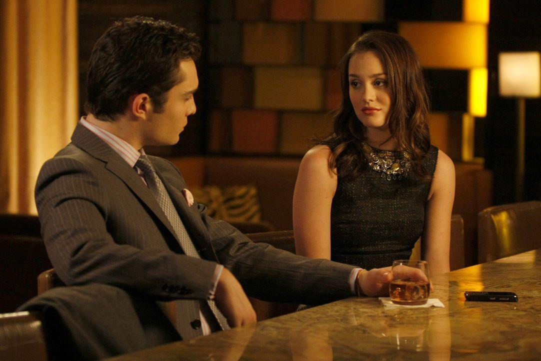 """""""Willst du reden?"""", fragt Blair (Leighton Meester, r.) Chuck (Ed Westwick, l.). - Bildquelle: Warner Brothers"""
