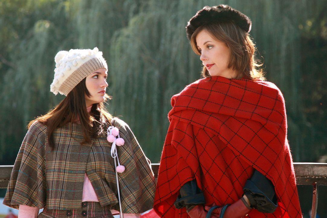 Um ihren Vater ganz für sich zu haben, lässt sich Blair (Leighton Meester, l.) etwas ganz Besonderes einfallen. Eleanor (Margaret Colin, r.) weiß... - Bildquelle: Warner Brothers