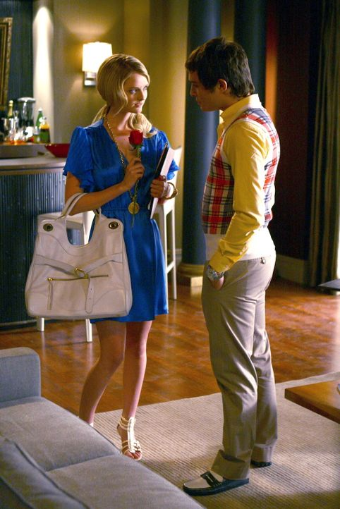 Chuck (Ed Westwick, r.) fühlt sich sofort zu der attraktiven Innenarchitektin Amelia (Lydia Hearst, l.) hingezogen, doch was ist mit seinen Gefühl... - Bildquelle: Warner Bros. Television