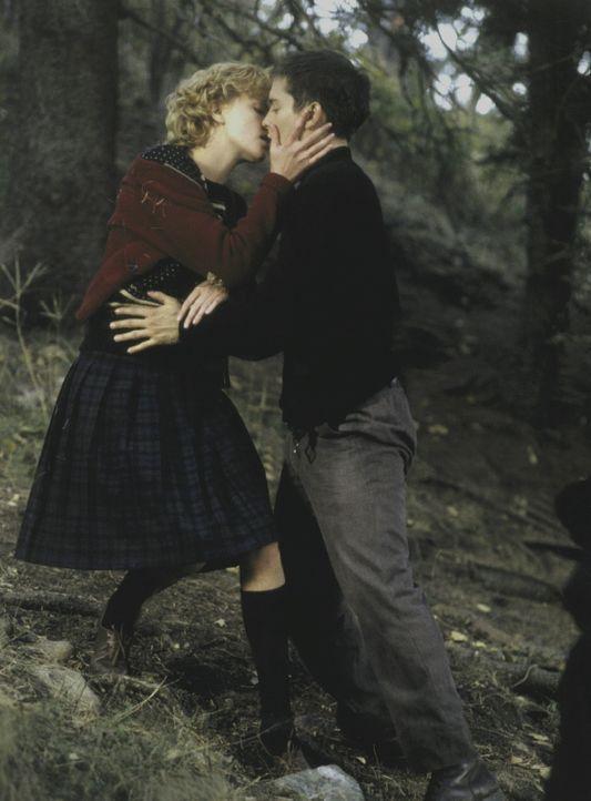 Wird die unerwartete Konfrontation mit der Vergangenheit von Homer Wells (Tobey Maguire, r.) die Liebe zwischen ihm und der unwiderstehlichen Candy... - Bildquelle: Kinowelt Filmverleih