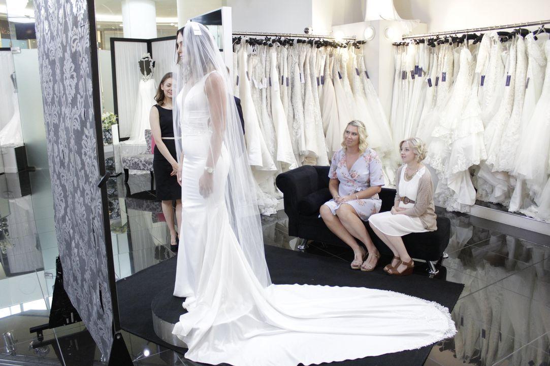Für ihre exotische Strand-Hochzeit sucht Braut Gemma nach einem sexy rückenf... - Bildquelle: TLC & Discovery Communications