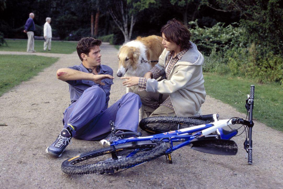 Die erste Begegnung zwischen Vic (Steffen Groth, l.) und Cleo (Elena Uhlig, r.) hinterlässt böse Erinnerungen ... - Bildquelle: Sat.1