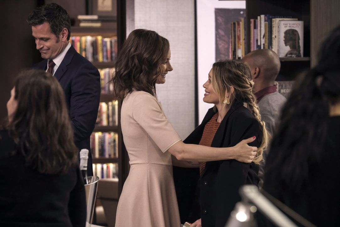 (v.l.n.r.) Charles Brooks (Peter Hermann); Quinn Tyler (Laura Benanti); Kelsey Peters (Hilary Duff) - Bildquelle: Hudson Street Productions Inc 2018