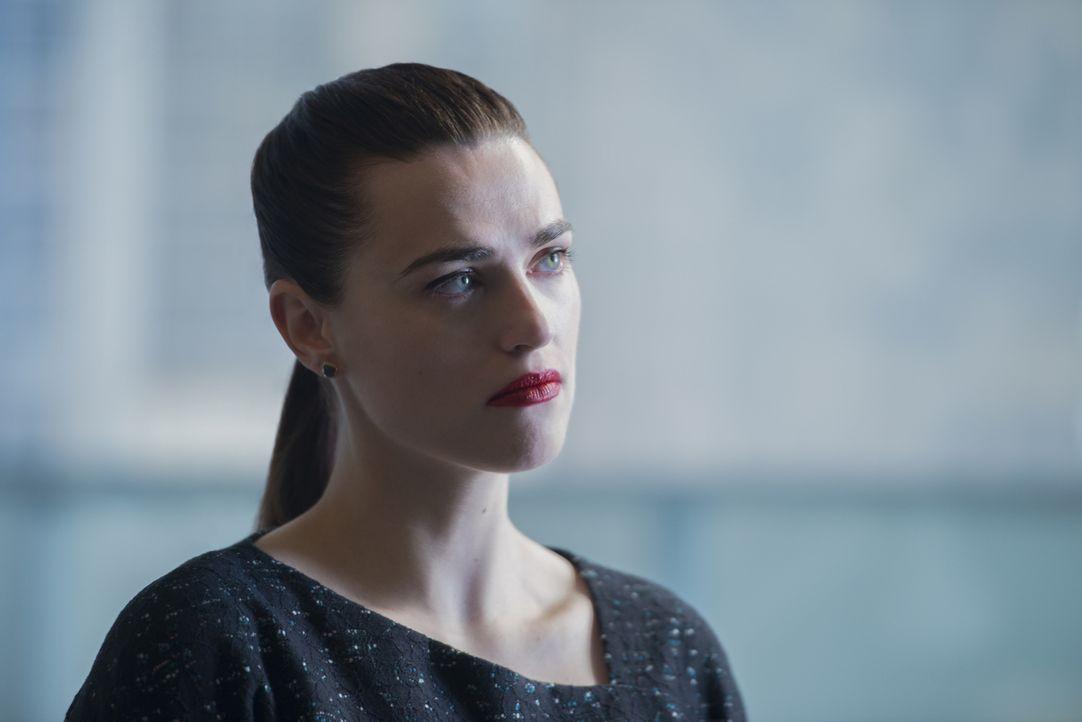 Muss sich selber fragen, wie weit sie gehen wird, um Reign unter Kontrolle zu halten: Lena (Katie McGrath) ... - Bildquelle: 2017 Warner Bros.