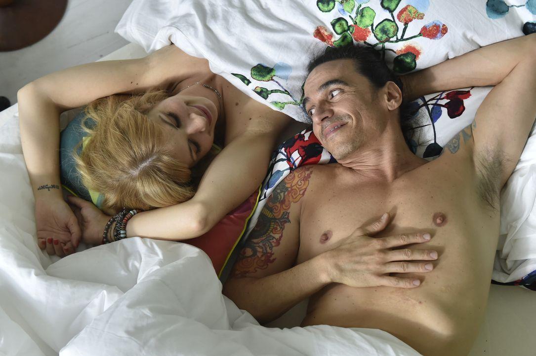 Schweben im Siebten Himmel: Mila (Susan Sideropoulos, l.) und Diego (Diego Wallraff, r.) ... - Bildquelle: Claudius Pflug sixx