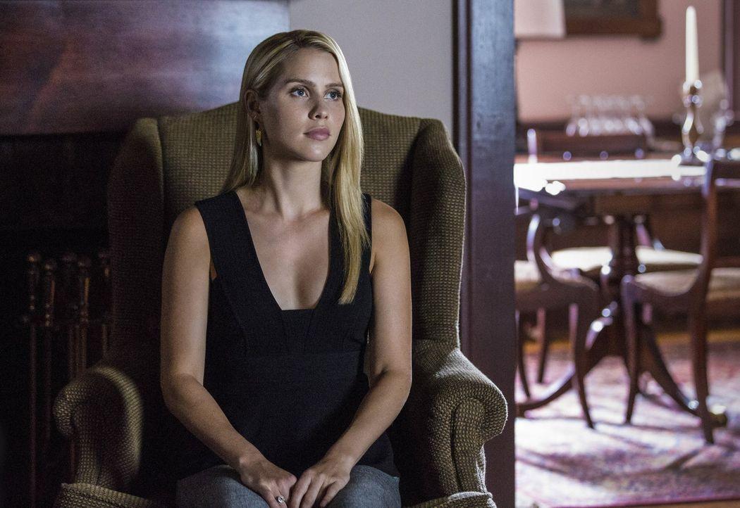 Rebekah (Claire Holt) macht sich Gedanken darüber, wie ihr Neustart aussehen soll und was sie wirklich will ... - Bildquelle: 2016 Warner Brothers