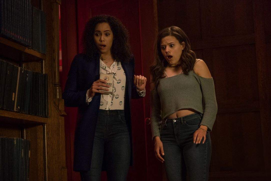 Macy Vaughn (Madeleine Mantock, l.); Maggie Vera (Sarah Jeffery, r.) - Bildquelle: Katie Yu 2018 The CW Network, LLC. All rights reserved. / Katie Yu