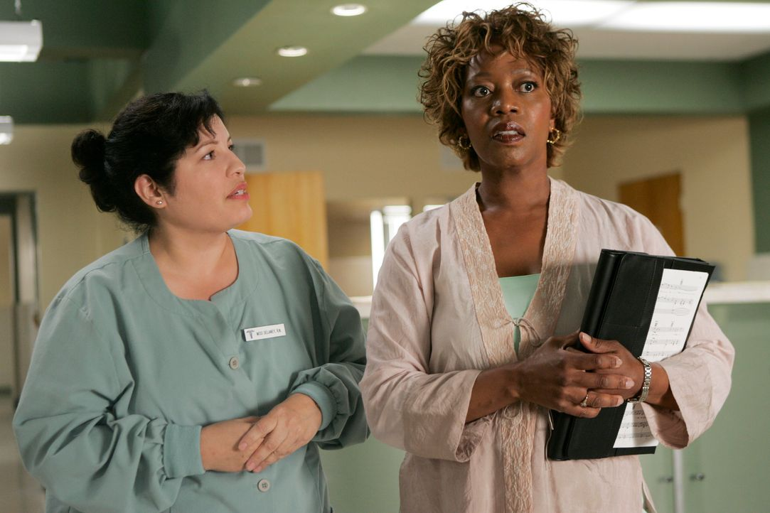 Führt Betty Applewhite (Alfre Woodard, r.) etwas im Schilde? - Bildquelle: 2005 Touchstone Television  All Rights Reserved